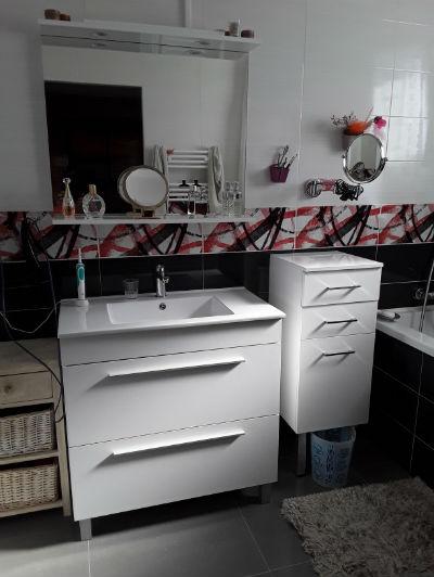 salle de bains blanche et noire